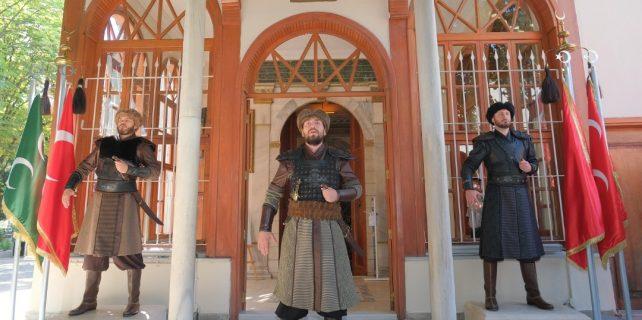 Osmangazi Türbesinde Sancak Nöbeti