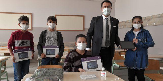 Osmangazi belediyesi Tablet dağıtımı
